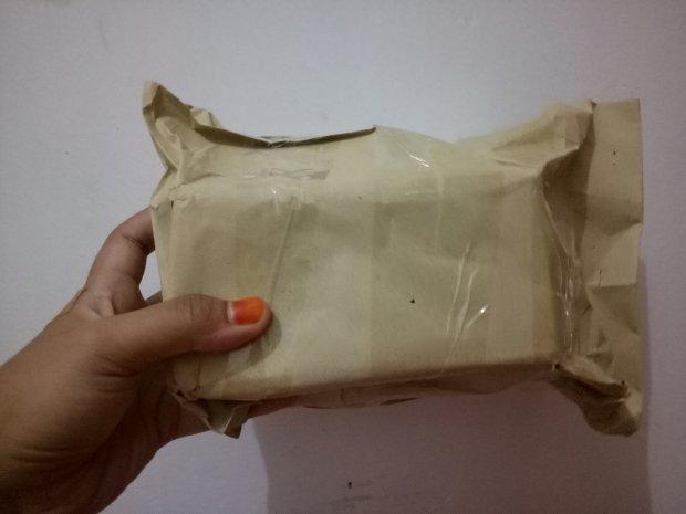 Ini penampakan paketnya yang aku order
